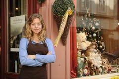 Proprietário de loja na frente da loja Fotografia de Stock