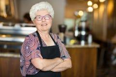 Proprietario di caffetteria senior fotografia stock libera da diritti