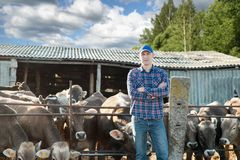 Proprietario di ranch maschio in un'azienda agricola Fotografia Stock Libera da Diritti