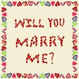 Propuesta de matrimonio de los pétalos de rosas en un fondo amarillo, en el marco Fotos de archivo