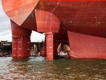 Propulseur de bateau dans l'eau Photos stock