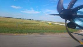 Propulseur de turbopropulseur de plaine vu la fenêtre clips vidéos