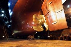 Propulseur et gouvernail de direction de bateau images libres de droits
