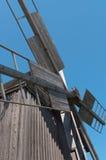 Propulsor grande del molino de viento de madera viejo. Imagen de archivo libre de regalías