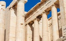 Propylaeaen av akropolen i Aten, Grekland Royaltyfri Bild