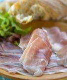 Proschiutto skinka med smörgåsen Arkivbilder