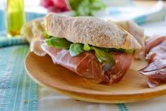 Proschiutto skinka med smörgåsen Arkivbild