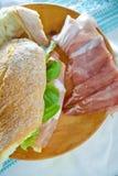 Proschiutto skinka med smörgåsen Royaltyfri Fotografi