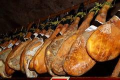 Prosciutti dello Spagnolo delle specialità gastronomiche Immagini Stock Libere da Diritti
