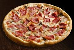 prosciutto пиццы funghi e Стоковое фото RF
