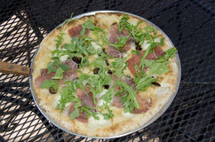 Prosciutto, arugula en fig.pizza Royalty-vrije Stock Afbeeldingen