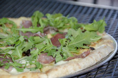 Prosciutto, arugula and fig pizza Stock Images