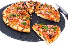 Prosciutto da pizza com cogumelos e presunto Fotografia de Stock Royalty Free