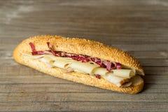 Prosciutto dello spuntino e panino freschi del formaggio Immagine Stock Libera da Diritti