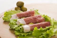 Prosciutto Di Parmaschinken und Blatt des Salats Lizenzfreie Stockbilder