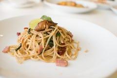 Prosciutto e pesce degli spaghetti Fotografie Stock Libere da Diritti
