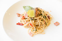 Prosciutto e pesce degli spaghetti Immagine Stock