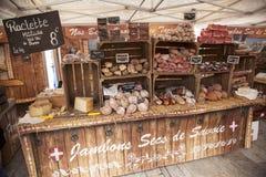 Prosciutto e salsiccie su un mercato della st Maurice di Bourg Immagine Stock