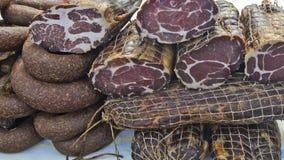 Prosciutto e salsiccie sulla vendita Immagine Stock Libera da Diritti