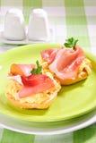 Prosciutto e sandwich delle uova Immagini Stock Libere da Diritti