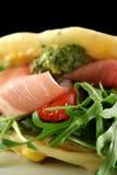 Prosciutto et roulis de salade Image libre de droits