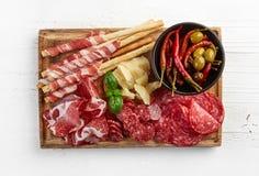 Prosciutto, fromage et olives photo libre de droits