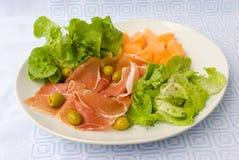 Prosciutto met verse salade Stock Fotografie