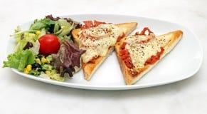 Prosciutto och Mozzarella Crostini Arkivbilder