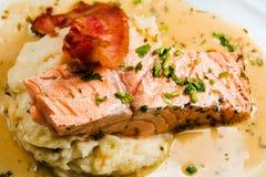 Prosciutto, salmoni e patata dell'arrosto Immagini Stock