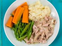 Prosciutto tirato con salsa di senape con i fagioli e le carote fotografie stock