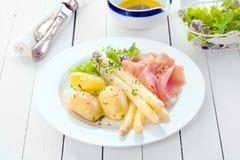 Proscuitto с картошками спаржи и младенца Стоковые Изображения RF