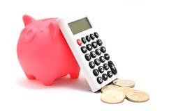 Prosiątka bank i Kalkulatora i japończyka moneta. Zdjęcie Royalty Free