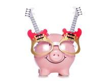 Prosiątko bank jest ubranym gitar szkła Fotografia Stock