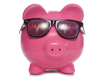 Prosiątko bank jest ubranym Majaczących partyjnych szkła Zdjęcia Stock
