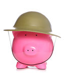Prosiątko bank jest ubranym wojsko kapelusz Obrazy Royalty Free