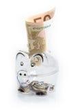 Prosiątko bank, monety i euro rachunki, banknotów czarny kalkulatora pojęcia pieniądze oszczędzanie Banknotu zbliżenie Obraz Stock