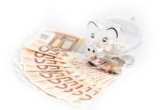 Prosiątko bank, monety i euro rachunki, banknotów czarny kalkulatora pojęcia pieniądze oszczędzanie Banknotu zbliżenie Zdjęcie Royalty Free