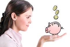 Prosiątko bank w żeńskiej ręce odizolowywającej na białym tle. obrazy stock