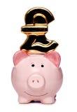 Prosiątko bank z funta znaka wycinanką Zdjęcia Royalty Free