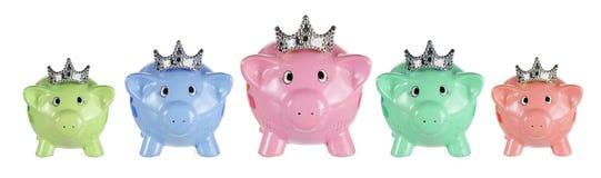 Prosiątko banki z koronami fotografia royalty free