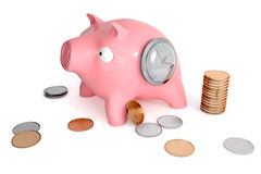 Prosiątko bank z zegarami i monetami Zdjęcie Royalty Free