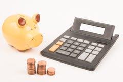 Prosiątko banka kalkulatora monety Obrazy Royalty Free