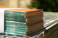 Prospectos encuadernados en una impresora Foto de archivo libre de regalías