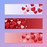 Prospectos o una invitación a un día de la tarjeta del día de San Valentín s del día de fiesta Corazones rojos y rosados en un fo Imagen de archivo