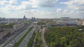 Prospekt de Leningradsky à Moscou, une d'avenues importantes de ville banque de vidéos