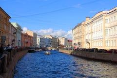 Prospektera gatan, utsikten av kanalen arkivfoton