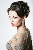 Prosperidade. Luxo. Mulher vistoso glamoroso com Diamond Earrings fotos de stock