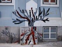 Prosperuje miastowa graffiti i ulicy sztuki scena w Lisbon, Portugalia, 2014 Zdjęcie Stock