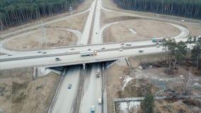 Prospettiva aerea del ponte di incrocio da uno stato all'altro del traffico regionale su chiaro, primo mattino video Metraggio ae Fotografie Stock Libere da Diritti