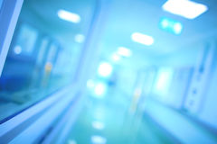 Prospettiva del corridoio dell'ospedale Medici Defocused (scientifico) Immagini Stock Libere da Diritti